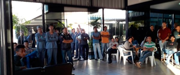 Empregados da Clarion participam de assembleia de sindicalização