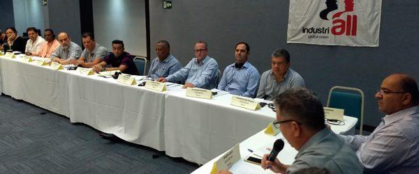 Químicos na reunião regional da IndustriALL junto ao setor macro das indústrias de manufatura